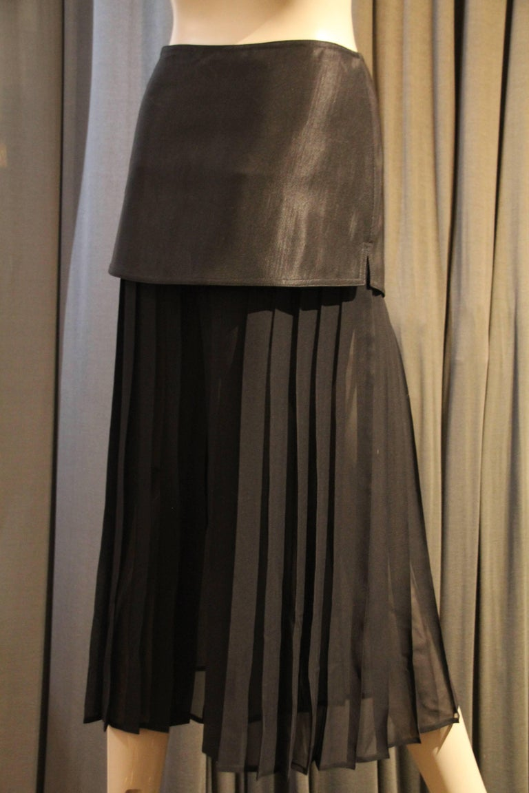 Black 1980s Gianni Versace Japanese-Inspired Pleated Silk Chiffon Palazzo Pants  For Sale