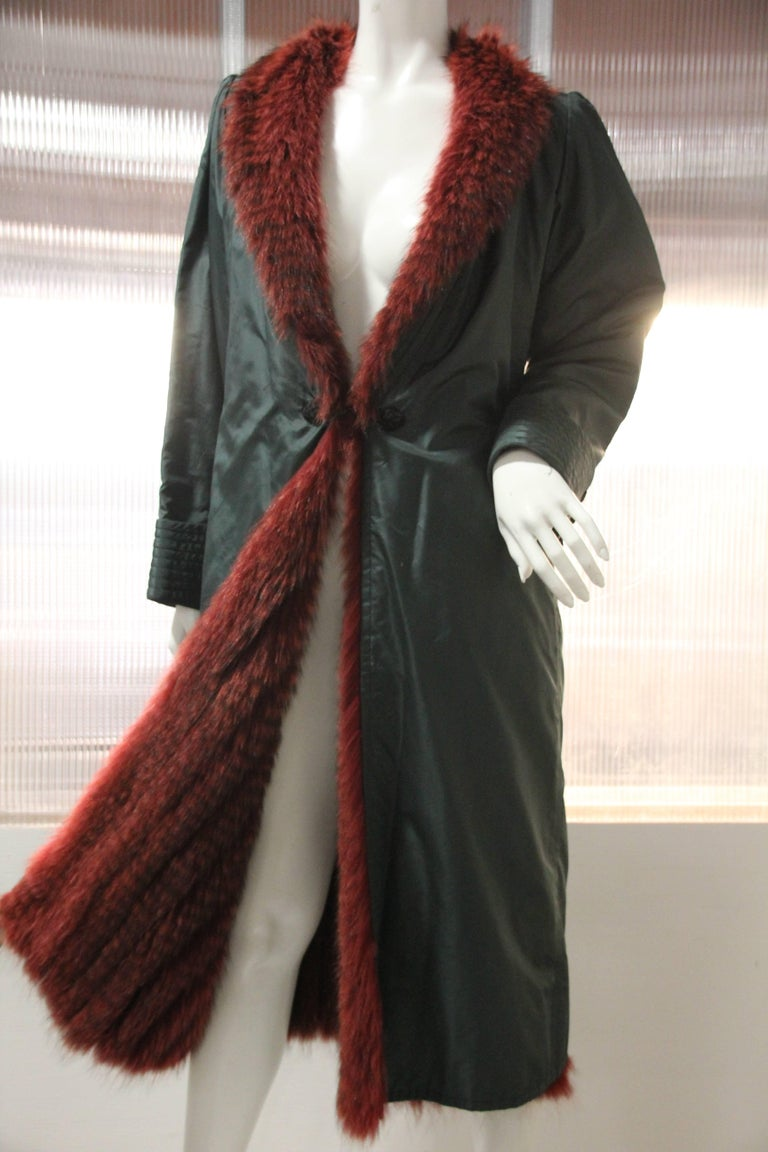 1970s Emanuel Ungaro Forest Green Silk Duster Coat w Red Feathered Fox Lining In Excellent Condition For Sale In San Francisco, CA