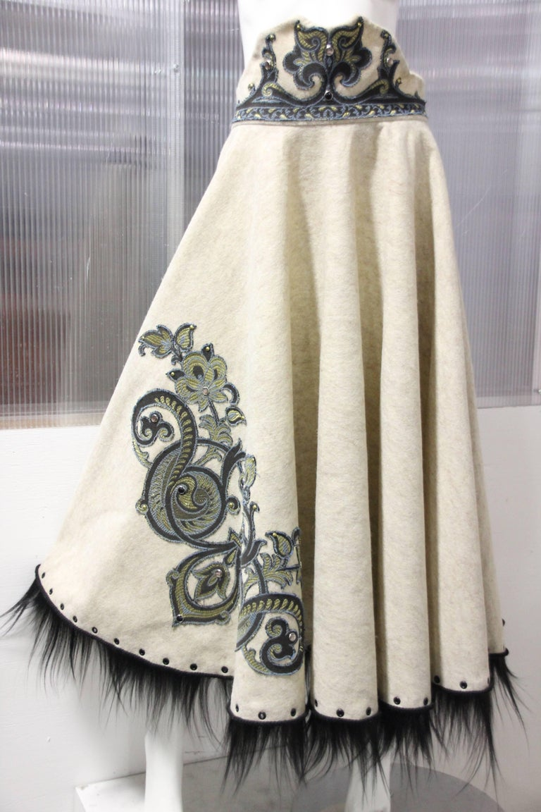 Brown 1950s-Style Felt Circle Skirt w Scroll-Work Applique and Black Fur Trim For Sale