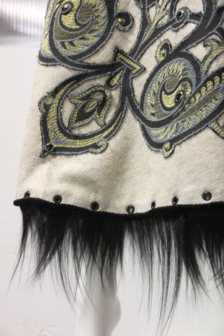1950s-Style Felt Circle Skirt w Scroll-Work Applique and Black Fur Trim For Sale 2