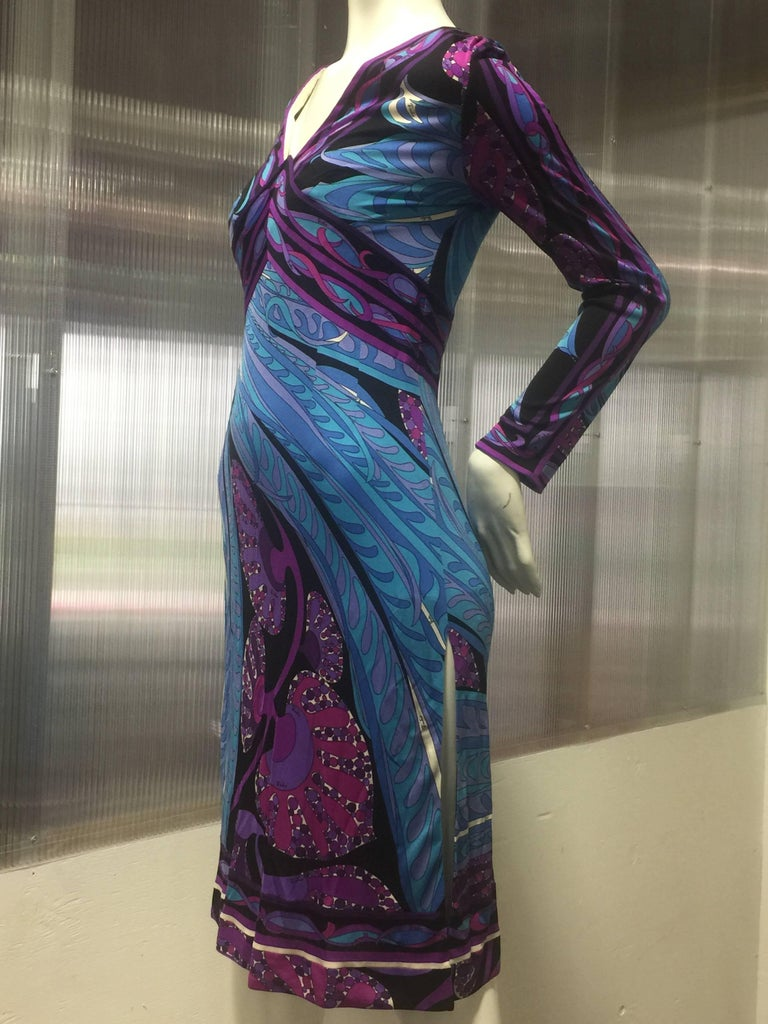 This late 1960's Pucci print dress is made of his revolutionary weightless and unlined silk jersey stretch fabric manufactured in Italy giving a natural hug with the body's curves. This print in refreshing deep purple hues , vibrant blues and black