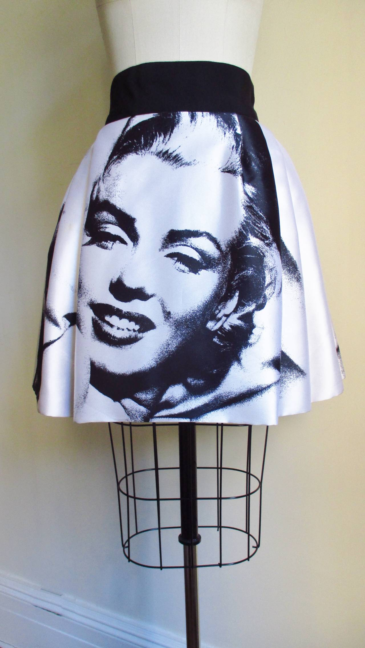 Iconic Marilyn Monroe Dolce & Gabbana Screen Print Skirt 9