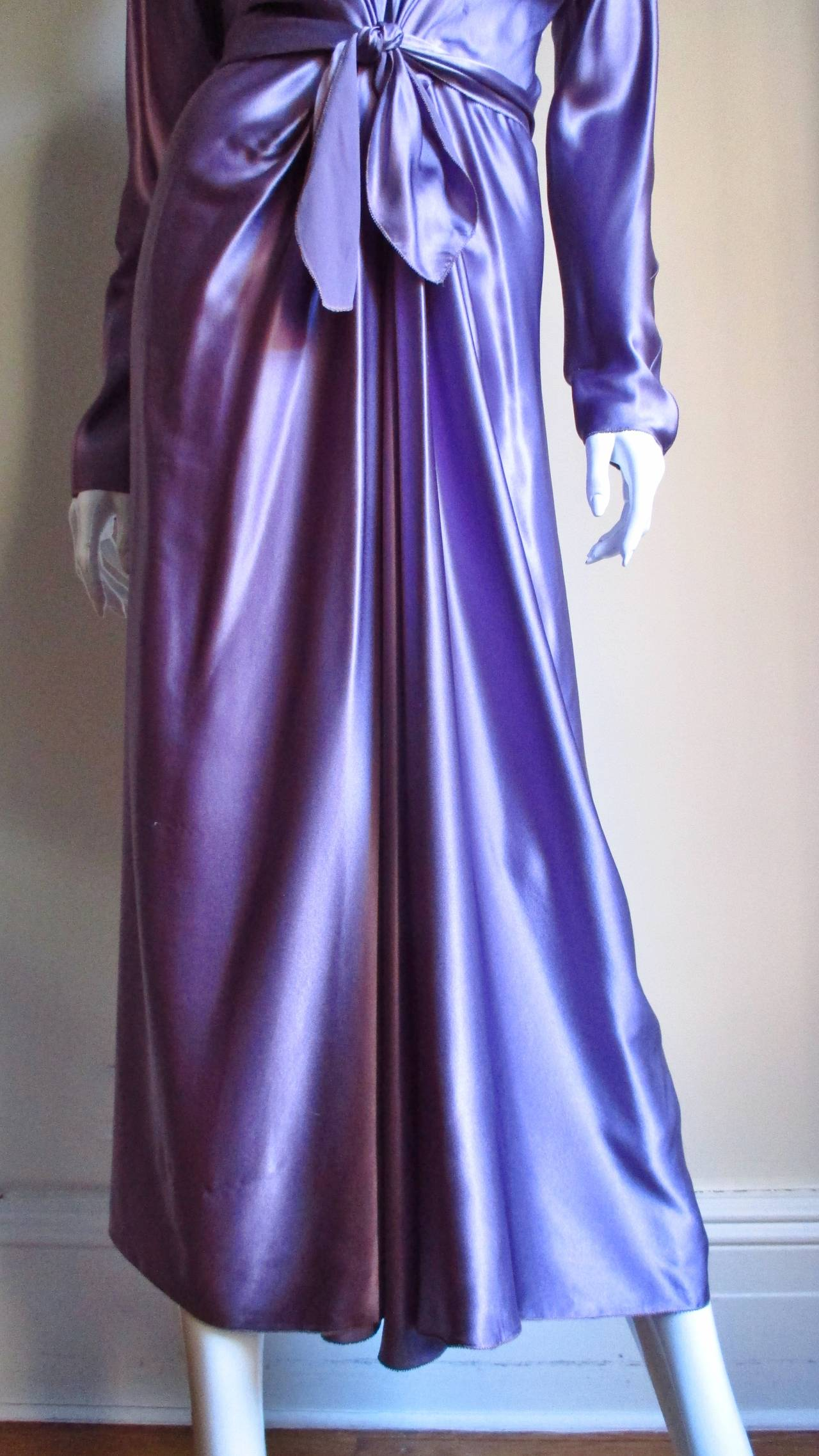 Jackie Rogers Silk Plunge Dress & Wrap In New never worn Condition For Sale In New York, NY