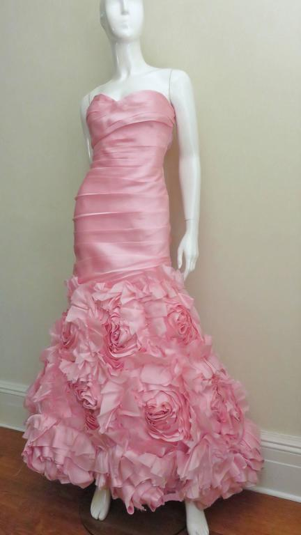 Women's Stunning Monique Lhuillier Rose Applique Mermaid Gown For Sale