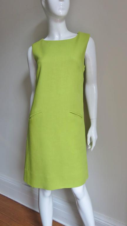 1960's B. H. Wragge Mod Flower Cutout Dress In Good Condition For Sale In New York, NY