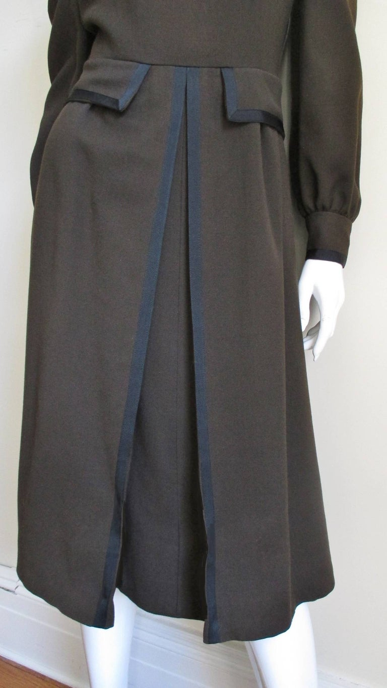 Women's Geoffrey Beene 1970s Brown with Black Trim Dress For Sale