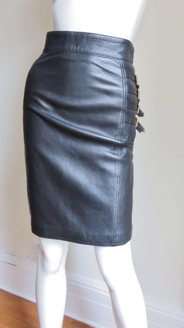 Gianni Versace Leather Buckle Skirt FW 1994 In Good Condition For Sale In New York, NY