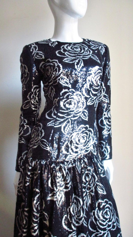 1990s Oscar de la Renta Sequin Gown In Good Condition For Sale In New York, NY