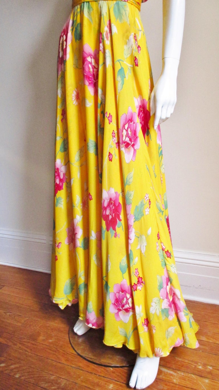Valentino Ruched Silk Flower Gown For Sale 3