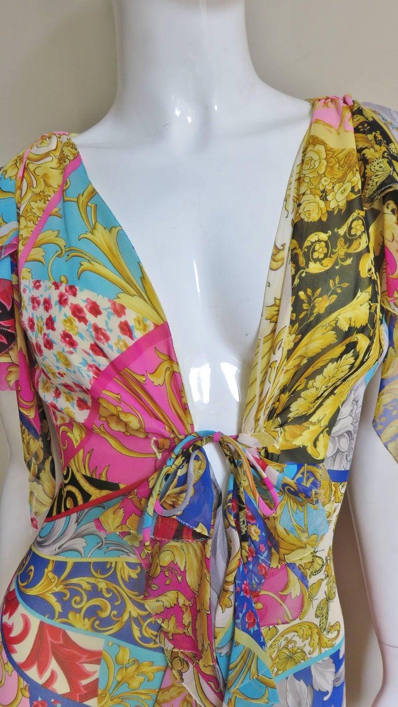 Women's Gianni Versace Silk Print Plunge Dress For Sale
