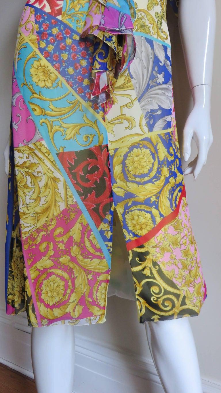 Gianni Versace Silk Print Plunge Dress For Sale 1