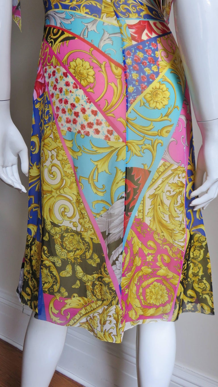 Gianni Versace Silk Print Plunge Dress For Sale 8