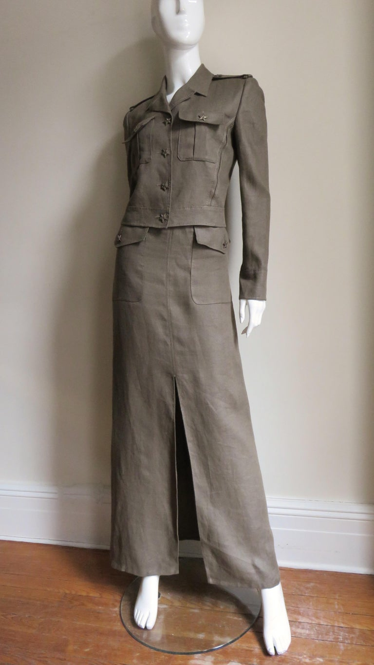 A great olive linen set from Valentino.  It consists of a hip length jean style jacket with front chest button flap patch pockets and a small notched lapel collar.  There are epaulets on the shoulders, long cuffed sleeves, vertical seaming and a