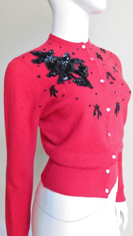 1950s Beaded Cashmere Lyle & Scott Cardigan Sweater In Good Condition For Sale In New York, NY