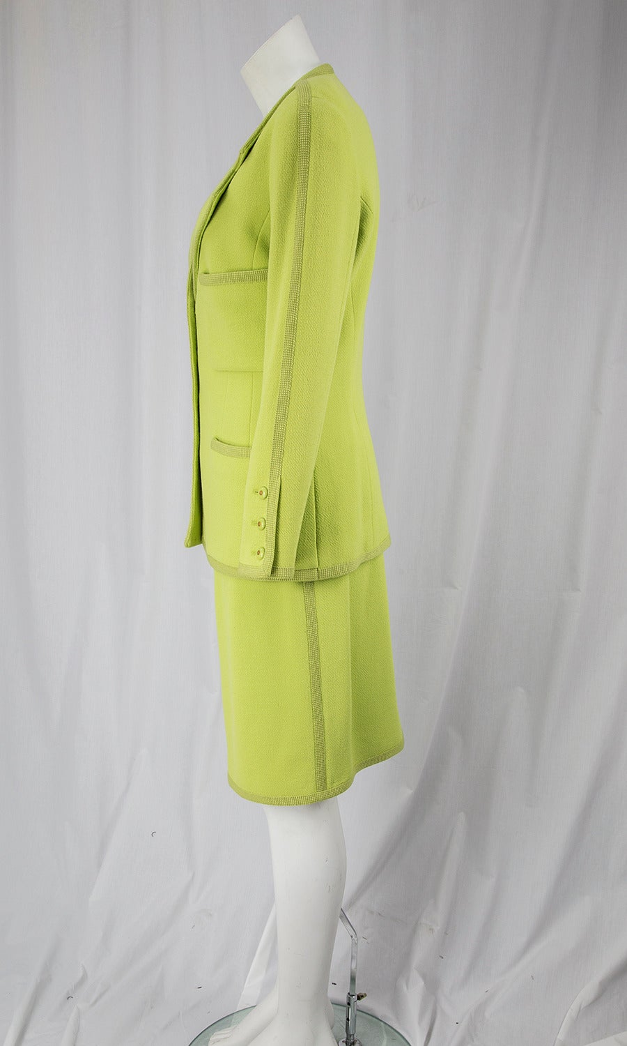 CHANEL BOUTIQUE Chartreuse Green Suit Signature Chanel For Sale 2