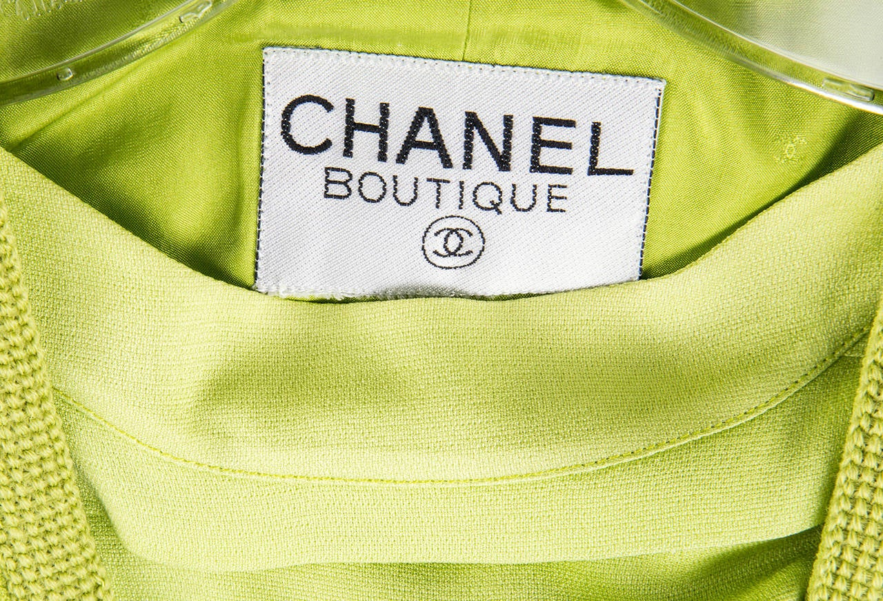 CHANEL BOUTIQUE Chartreuse Green Suit Signature Chanel For Sale 3