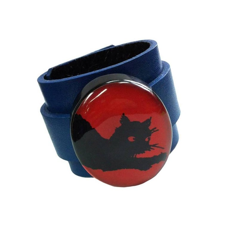 Lucite Black Cat on Leather Cuff Bracelet In Excellent Condition For Sale In Montreal, QC