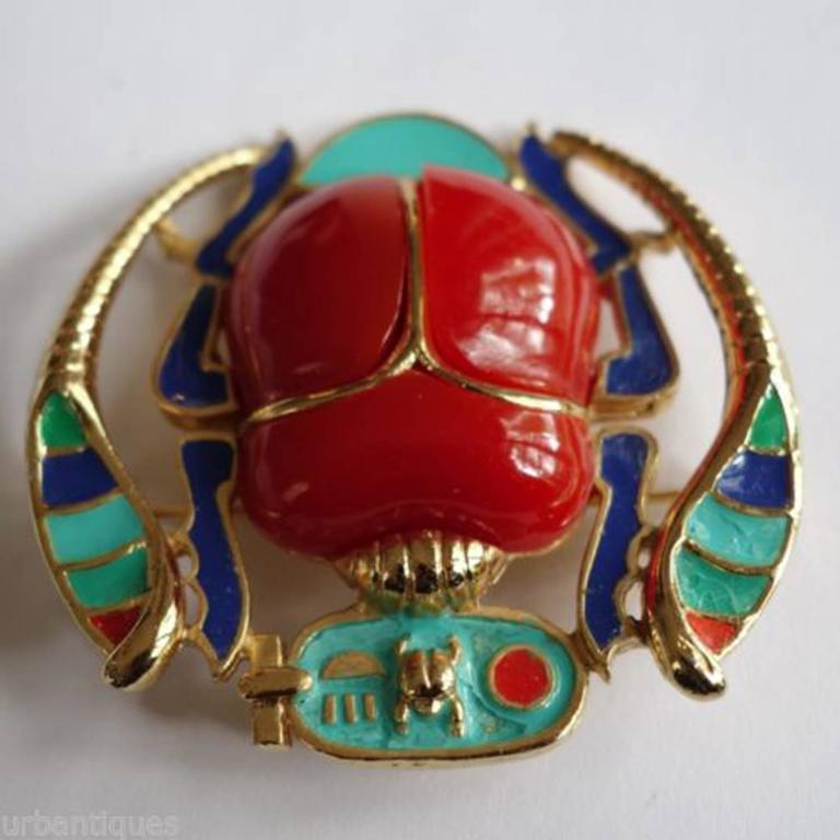 Modernist Egyptian Revival Enamel Scarab Hattie Carnegie Pendant Brooch Pin For Sale