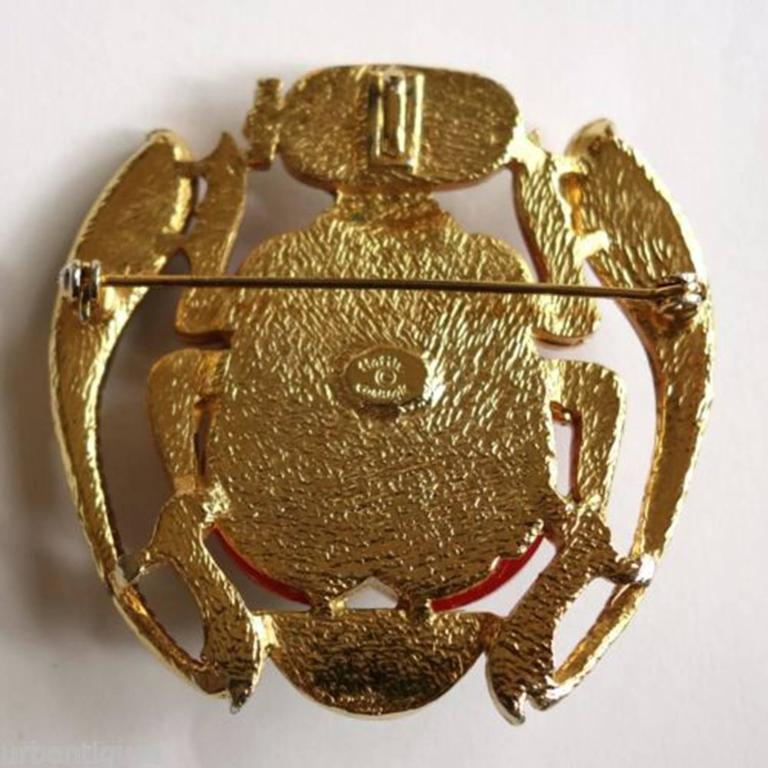 Egyptian Revival Enamel Scarab Hattie Carnegie Pendant Brooch Pin In Excellent Condition For Sale In Montreal, QC
