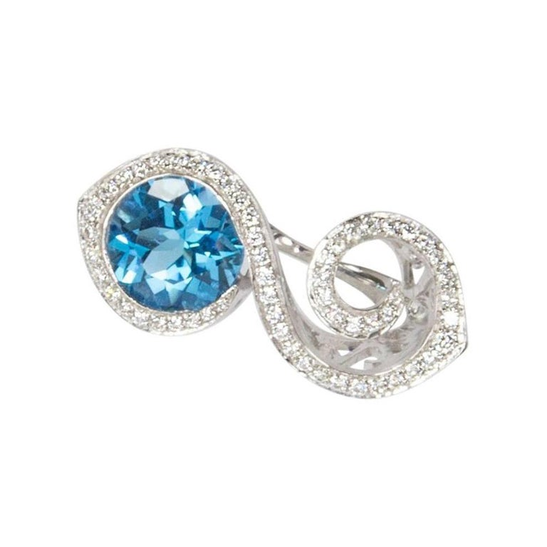 Toi et Moi Bypass Topaz CZ Sterling Silver Rhodium Ring In New Condition For Sale In Montreal, QC