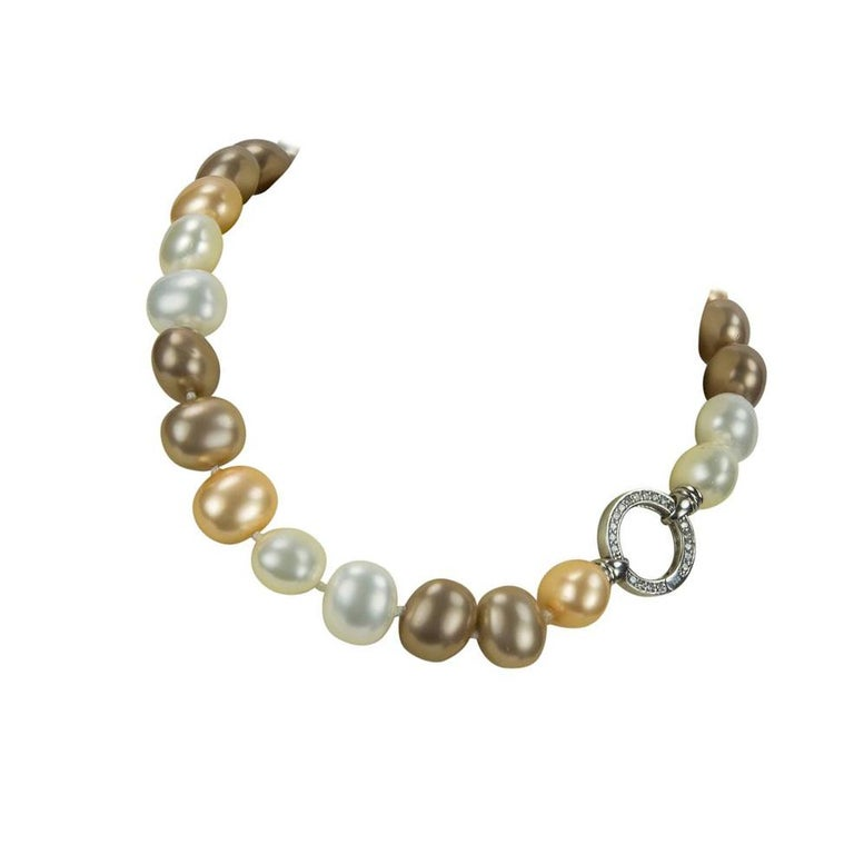 Striking Large Luscious White Gold and Bronze Faux Pearl Choker Necklace In New Condition For Sale In Montreal, QC