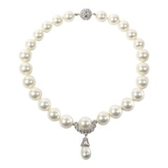 Vintage Bergdorf Goodman Duchess of Windsor Faux Pearl Necklace
