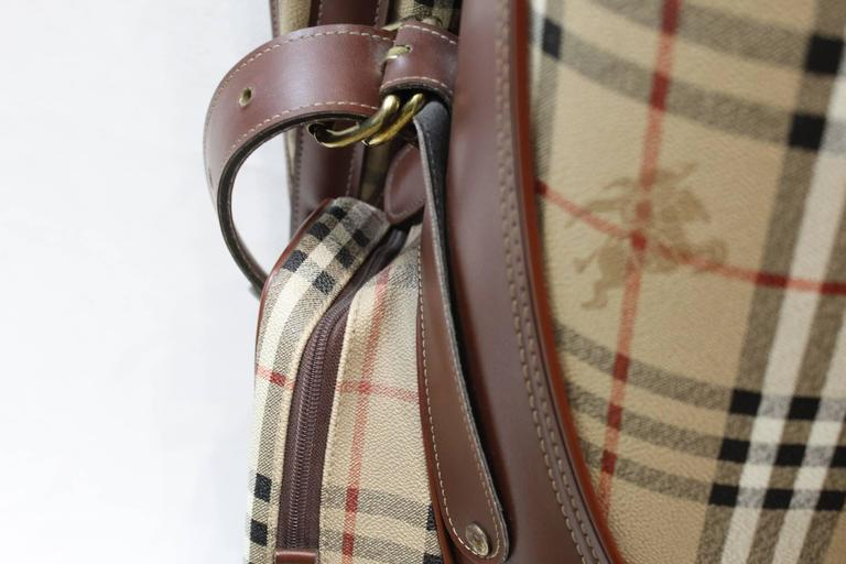 3023df68c00d Vintage Burberry Check Pattern Golf Bag For Sale. Really nice and in  excellent condition vintage Burberry Gold club bag. With strap to carry