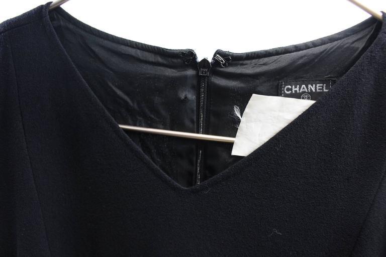 Women's Chanel Little Black Dress. Size 38 For Sale