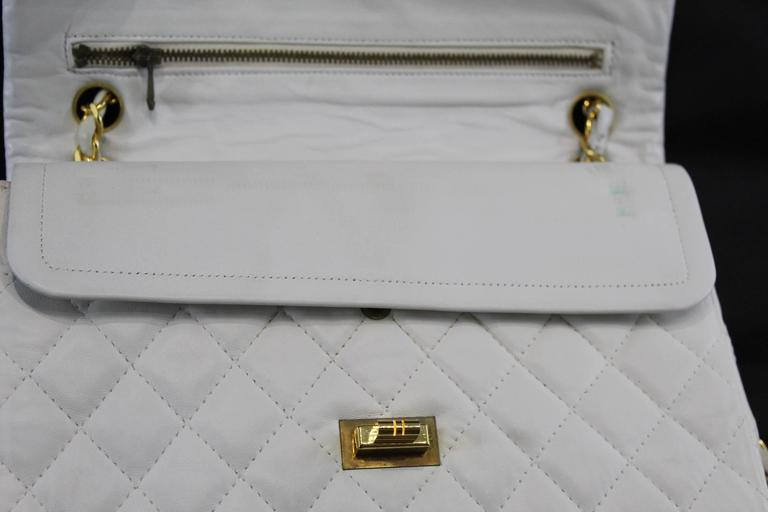 ab4340e2f75725 Vintage 80's Chanel 2.55 Bag in White Letaher and Golden Hardware. size 10