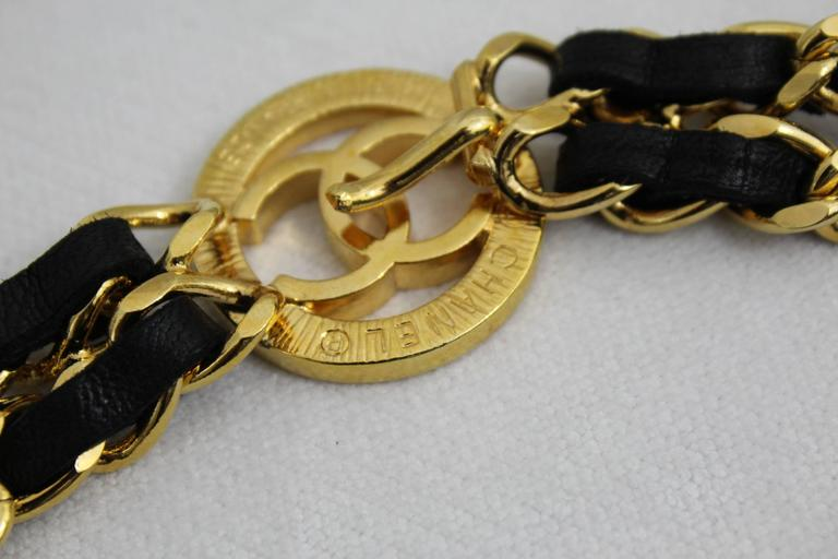Vintage Chanel  Golden metal and Black Leather Chain Belt In Excellent Condition For Sale In Paris, FR