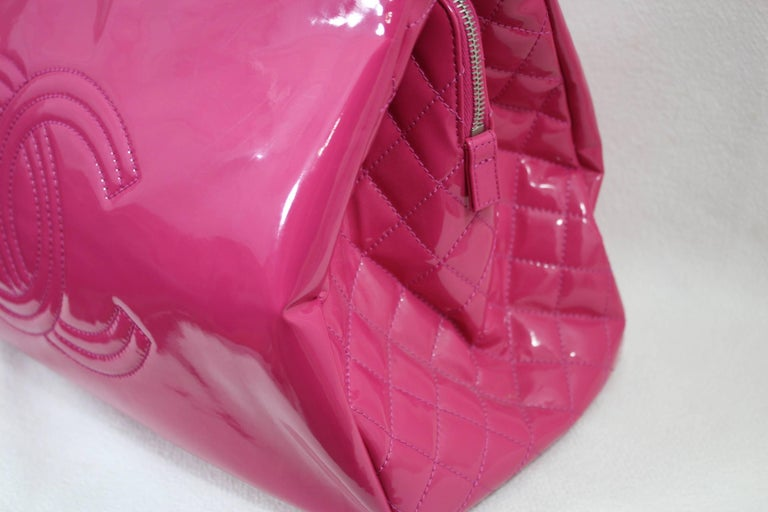 5002697e6190 Lovely Chanel Flashy Patented Leather Pink Bag. Big size In Good Condition  For Sale In