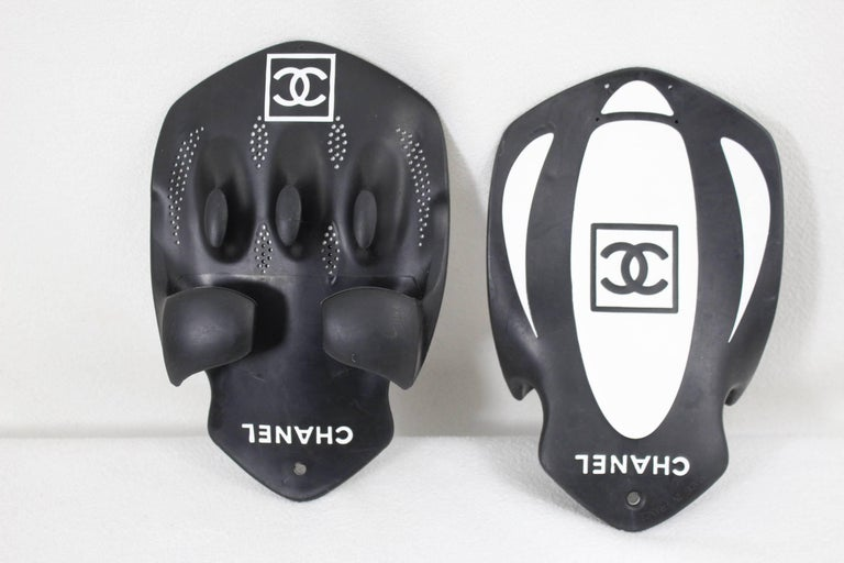 Rare Hard to find Chanel Swimming Fins from the Sport Line In Excellent Condition For Sale In Paris, FR