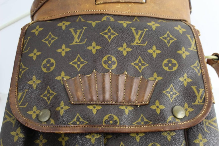 Really Vintage Louis Vuitton Golf Club bag in monogram canvas and leather.  This bag is in fait condition with a intense use but till nice for decoration or still use it  (handle in good condition) Some leather parts has gone height 32 inches