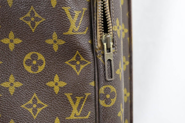 Women's or Men's Really Used Vintage Louis Vuitton Golf Club Bag in Monogram Canvas.  For Sale
