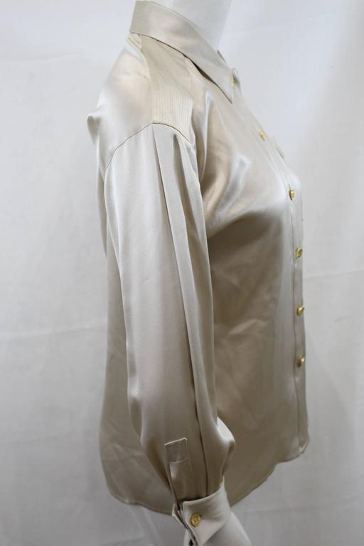 Really nice Chanel Silk blouse form é009 cuirse collection.   Goldne buttons.   Cuff closed with a pair of cufflinks. Fair  condition, some micro stains in the upper part and in armpits, thats why the low price  Size 44 french