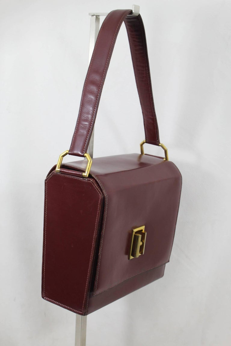 640a27fe3fc3 24 Fbg St Honoré Vintage Hermes Burgundy leather Bag In Good Condition For Sale  In Paris
