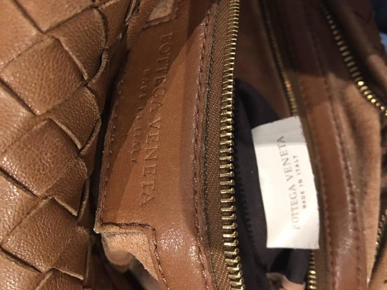Bottega Veneta Camel medium Intrecciato Leather Shoulder Bag In Good Condition For Sale In Roslyn, NY