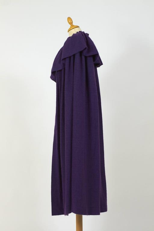 1970s Saint Laurent Rive Gauche Purple Wool Cape Cloack Coat In Excellent Condition For Sale In Milan, IT