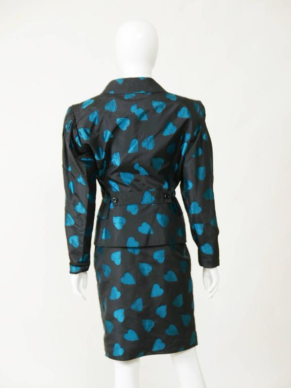 1980s UNGARO Black Taffeta Hearts Print 2 pc Suit Dress In Good Condition For Sale In Milan, Italy