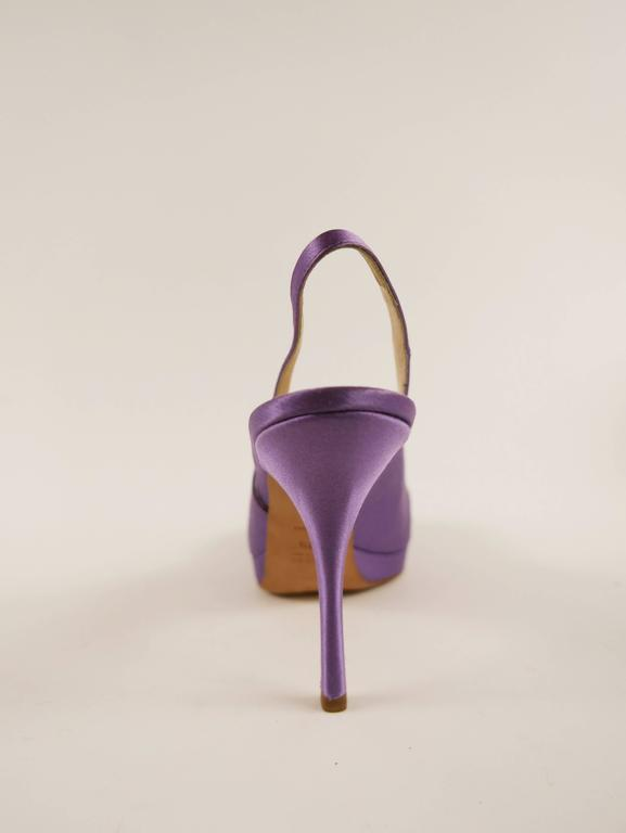 PRADA Purple Satin Rose Peep Toe Pumps Stiletto Shoes In Good Condition For Sale In Milan, Italy