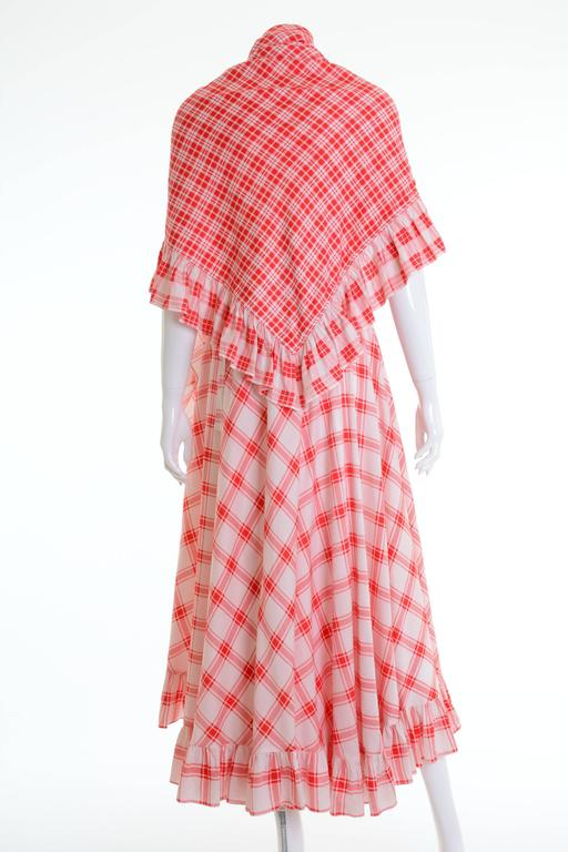 This 1970s Saint Laurent Rive Gauche long gypsy skirt is in a red and white plaid cotton fabric. The skirt has flounces hem and the scarf also. The closure is made by a ribbon and the waistband is adjustable.  Very Good vintage condition  Label:
