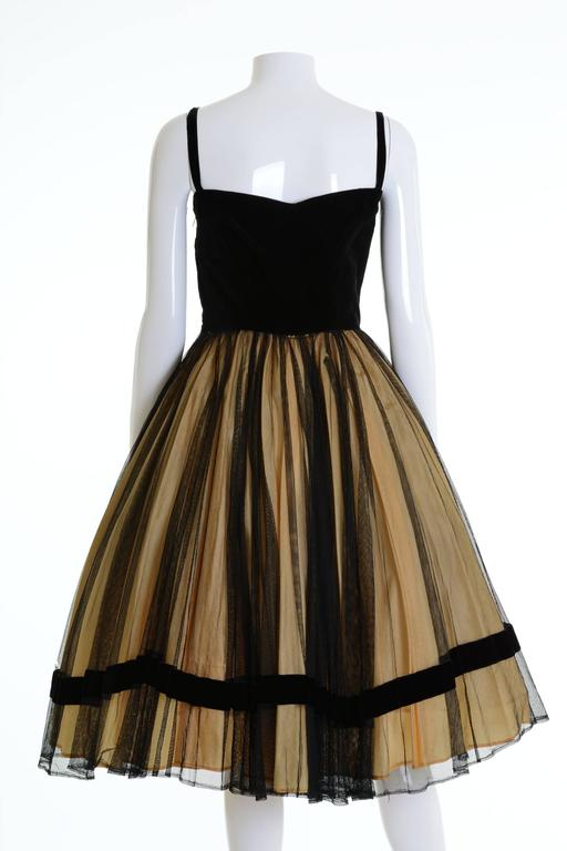 1950s Vintage Black and Gold Embroidered Cocktail Dress In Good Condition For Sale In Milan, IT