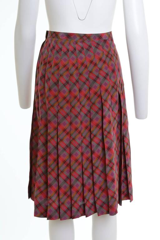 1980s Yves Saint Laurent Rive Gauche pleateds wrap skirt in abstract silk fabric, slide hook closure, made in France.  Excellent Vintage Condition   Label: Yves Saint Laurent Rive Gauche Fabric: Silk Colour: purple/ red/ green/ grey/