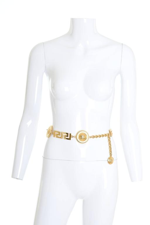 1990s Gianni Versace Medusa Gold Chain Belt In Good Condition For Sale In Milan, IT