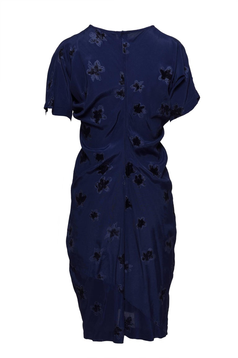Comme De Garcons Blu Rayon Dress with flowers velvet flocked fabric.  Back zip and hook end eye closure.  Excellent Condition   Label: COMME DE GARCONS  Fabric: Rayon  Colour: Blu  Measurements  Label Size L Shoulders 16 in Sleeves 9 in  Bust 46