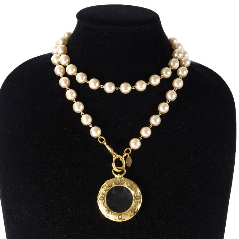 chanel pearl necklace glass charm cc medallion
