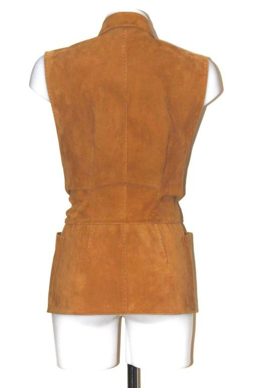 The perfect finish and beauty of the lamb suede make this Hermès's vest a must-have for this season. The cropped cut and wrap design create a flattering and very feminine silhouette. A perfect signature style by Hermès. Two flat pockets on the