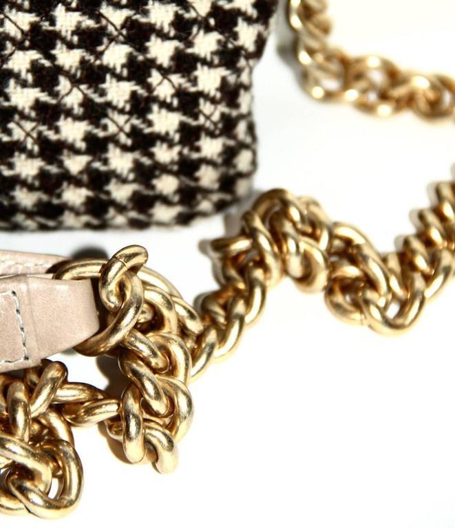 "Chanel Wool ""Tabatière"" Kisslock Clutch - Beige - Pristine Condition 4"