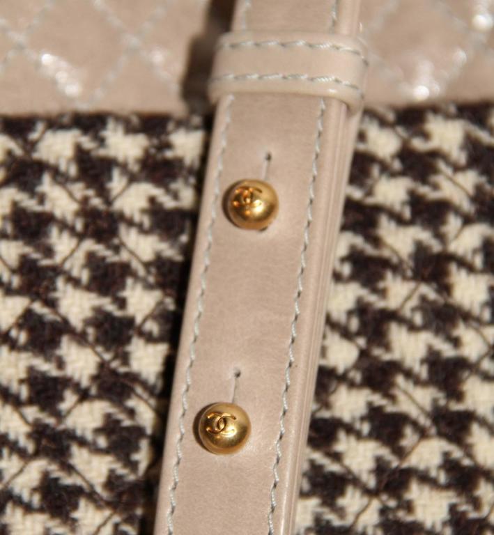 "Chanel Wool ""Tabatière"" Kisslock Clutch - Beige - Pristine Condition 6"