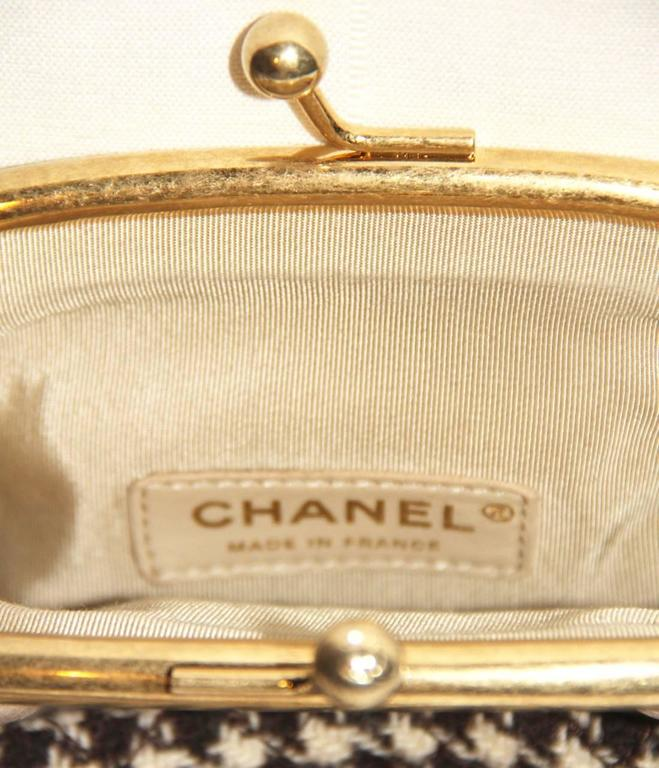 "Chanel Wool ""Tabatière"" Kisslock Clutch - Beige - Pristine Condition 8"